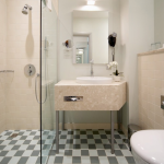 classic_room_bathroom