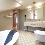 suite_bathroom_Opera_hotel